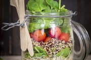 Salad in a jar med fransk dressing