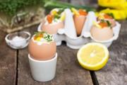 Kokta ägg fyllda med stenbitsrom & crème fraiche