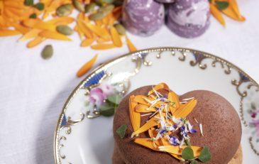 Rödbetor och en curd av blommor i Birgit Nilssons egen dessert och pralin