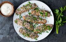 Panko- och sesampanerade sötpotatis  med vegansk misomajonnäs