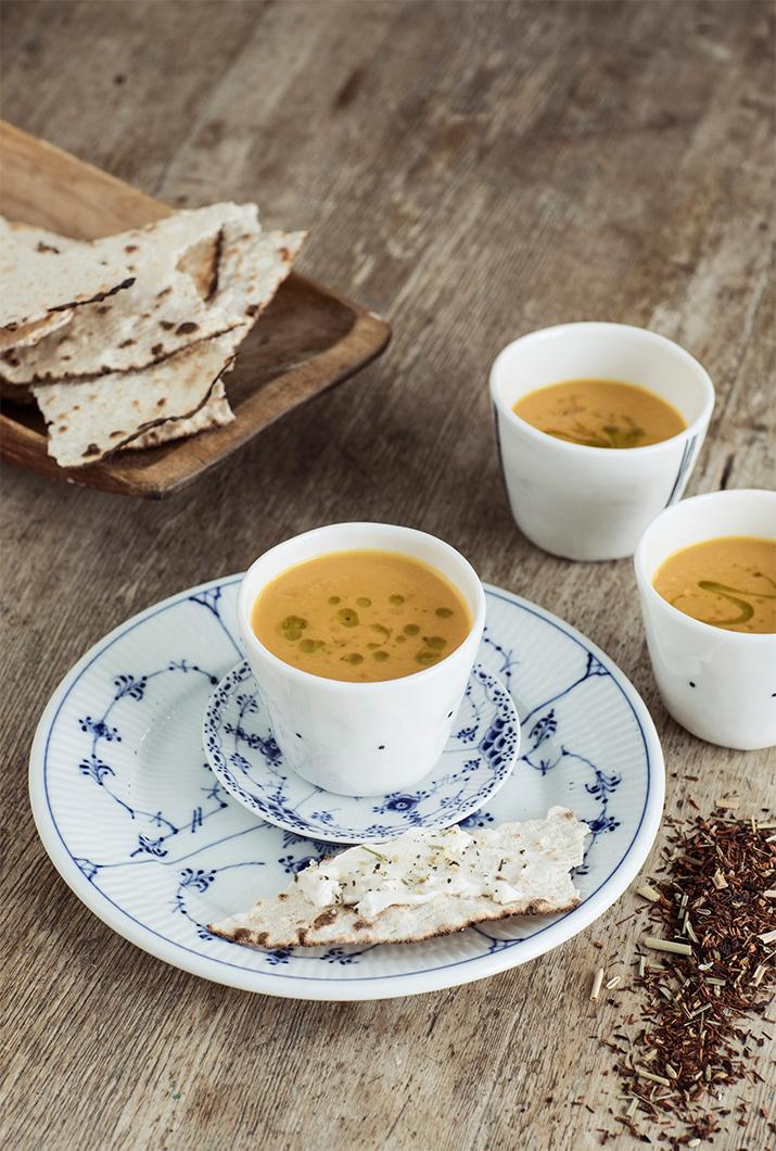 Sötpotatis och morotssoppa- smaksatt med rött te