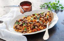 Ris av kikärtor med tomat och champinjoner