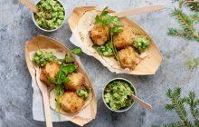 Friterad lutfisk med jalapeño och ärt- och avokadokräm