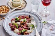 Tunga med oliver, rostade hasselnötter och dijonnaise